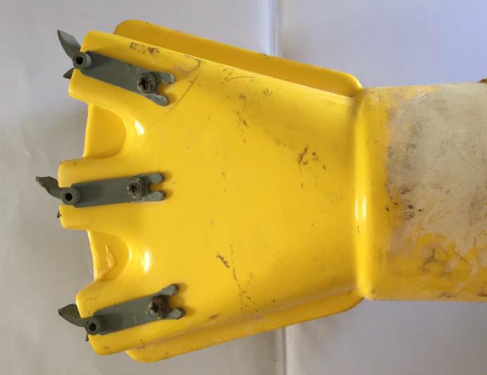 La Main 3 doigts avec diffuseurs - dessus