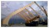 Montage par grue d'une structure en lamellé-collé avec une portée de 50 m